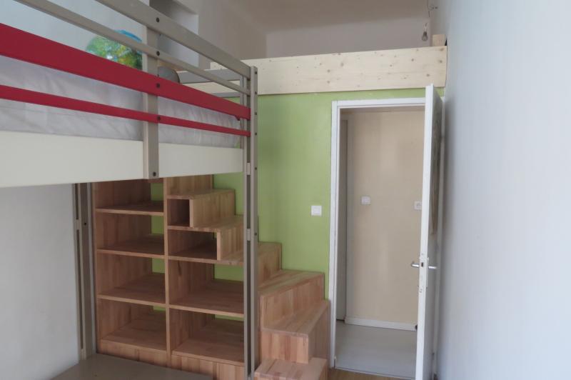 cr ation d 39 une mezzanine en bois dans une chambre. Black Bedroom Furniture Sets. Home Design Ideas